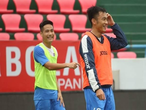 Bóng đá VN 2/4: Cầu thủ Than Quảng Ninh trở lại sân tập