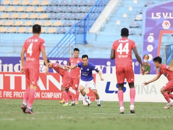 Bóng đá Việt Nam ngày 4/5: V-League 2021 kịch tính