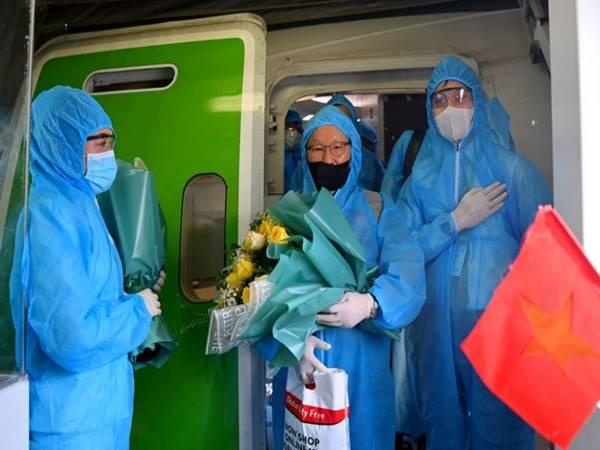 Bóng đá VN 21/6: Đội tuyển Việt Nam âm tính với virus SARS-CoV-2