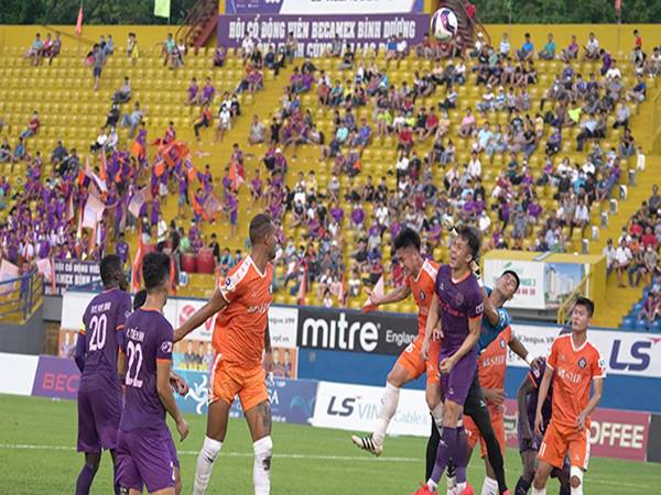 Bóng đá VN 19/7: Các CLB lao đao nếu V-League ngừng 6 tháng